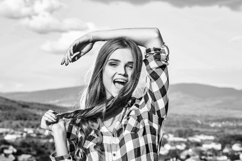 μακρύς όμορφος τριχώματος κοριτσιών στοκ εικόνες με δικαίωμα ελεύθερης χρήσης