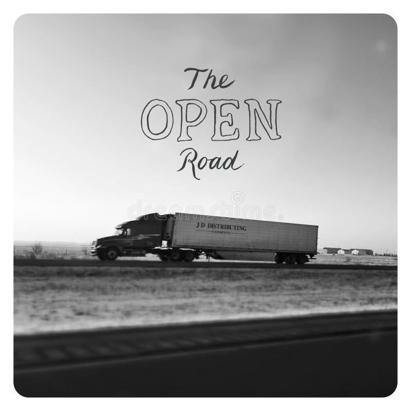 Μακρύ ημι φορτηγό μεταφορέων στοκ φωτογραφία