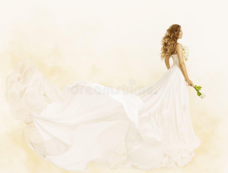 Μακρύ φόρεμα, κίτρινο λουλούδι εσθήτων ομορφιάς γυναικών, ενδύματα μόδας στοκ εικόνες