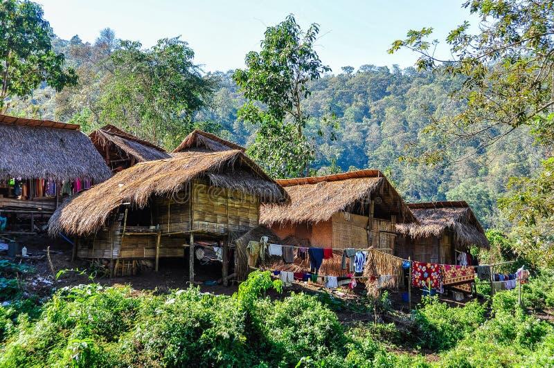 Μακρύ χωριό γυναικών λαιμών κοντά σε Chiang Mai, Ταϊλάνδη στοκ εικόνα