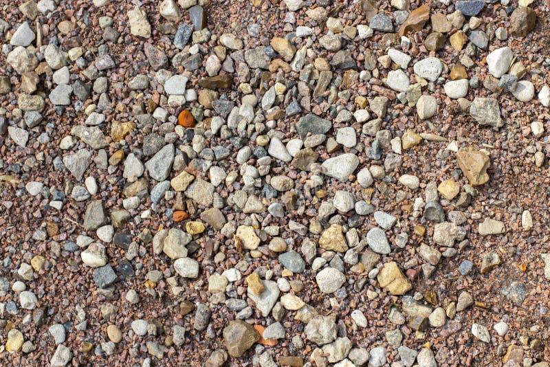 Μαλακή κάλυψη διαδρομής στο ψίχουλο διαλογής γρανίτη αμμοχάλικου πάρκων, σύσταση υποβάθρου στοκ εικόνες