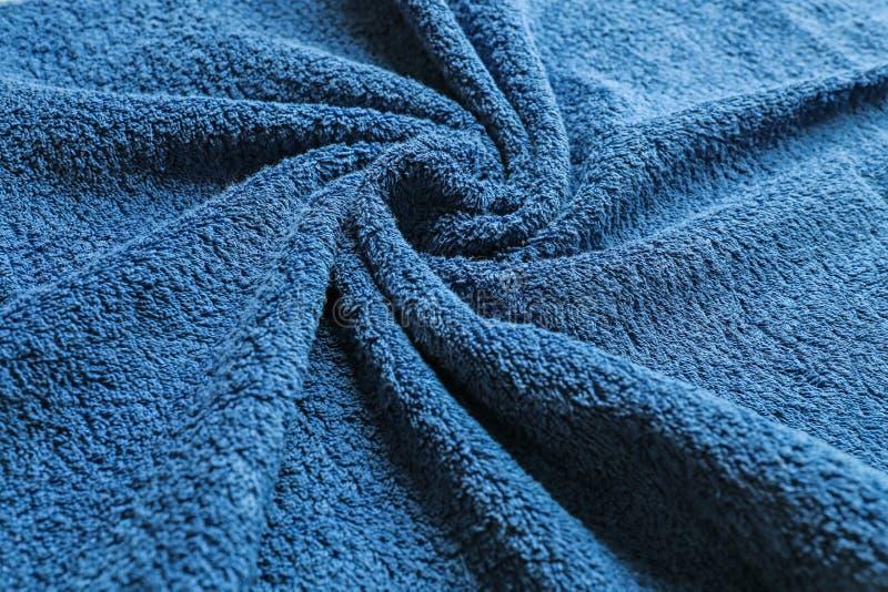 Μαλακή πετσέτα χρώματος με τις πτυχές στοκ φωτογραφίες