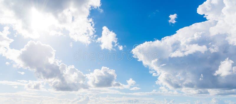 Μαλακοί σύννεφα και μπλε ουρανός στοκ εικόνα με δικαίωμα ελεύθερης χρήσης