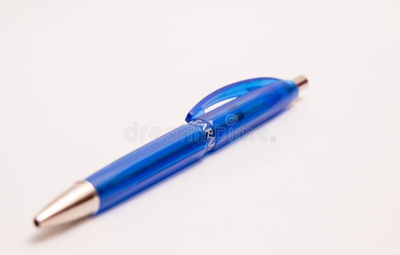 Μανδρών μολυβιών caran δ ` ποιοτικό στενό επάνω άσπρο μπλε μολυβιών πόνου ελβετικό στοκ εικόνα