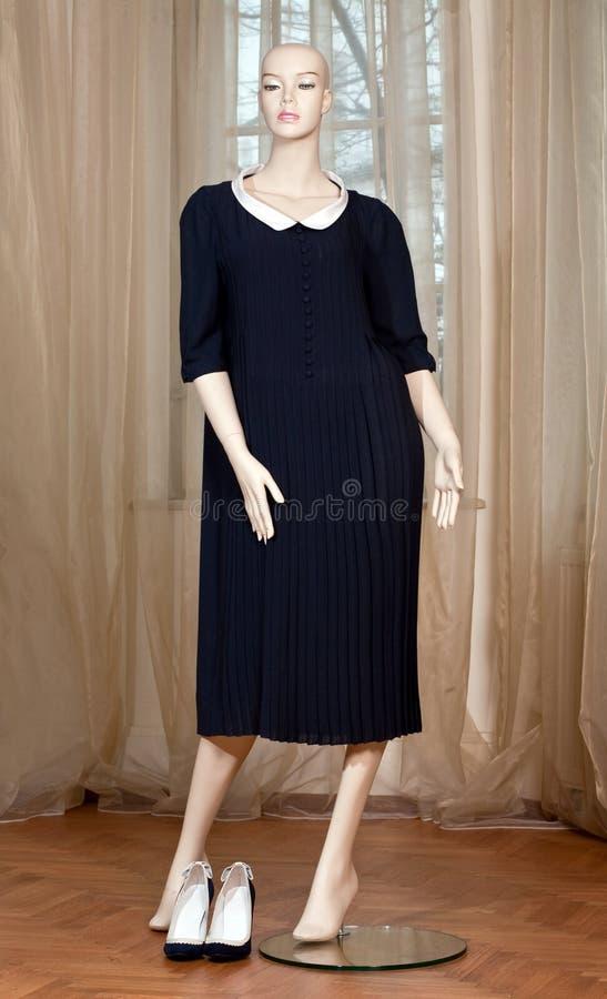 Μανεκέν με το μαύρο φόρεμα στοκ φωτογραφία με δικαίωμα ελεύθερης χρήσης