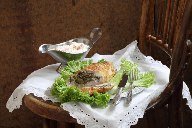 Μανιτάρια και πράσινα κοτόπουλου γεμισμένα λωρίδα στοκ φωτογραφία με δικαίωμα ελεύθερης χρήσης