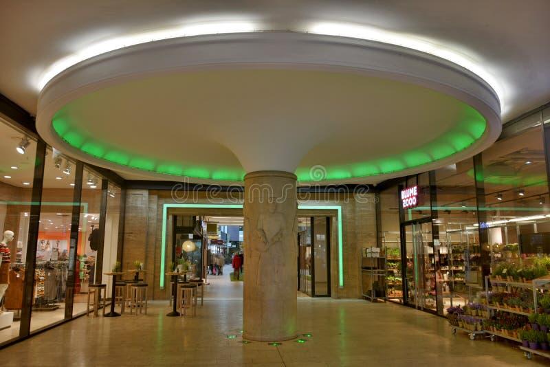 Μανιτάρι-διαμορφωμένη στήλη Messehofpassage στη Λειψία στοκ φωτογραφία με δικαίωμα ελεύθερης χρήσης