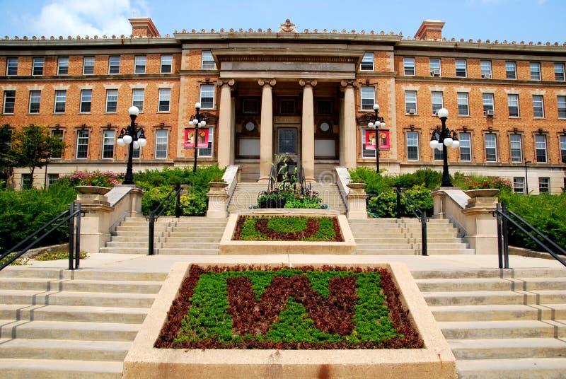 ΜΑΝΤΙΣΟΝ, WI - 20 Ιουλίου 2014: Η όμορφη είσοδος στο κτήριο γεωργίας στο πανεπιστήμιο του Ουισκόνσιν, πανεπιστημιούπολη του Μάντι στοκ εικόνες