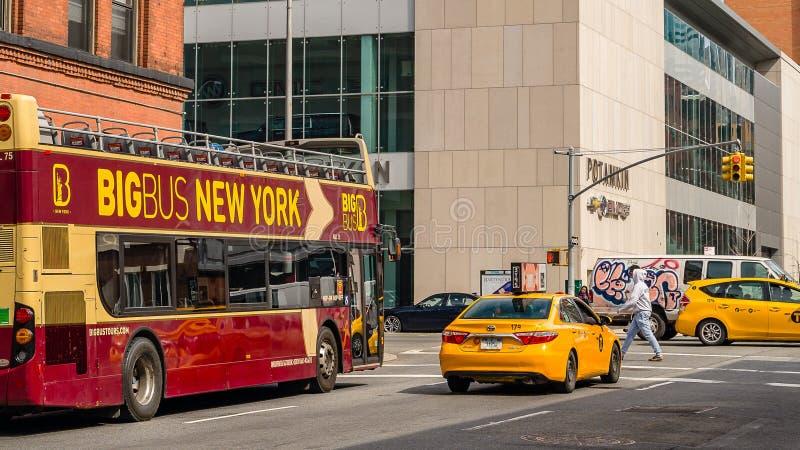 Μανχάταν, πόλη ΗΠΑ της Νέας Υόρκης - 10 Απριλίου 2019 γωνία του δρόμου με έ στοκ εικόνες