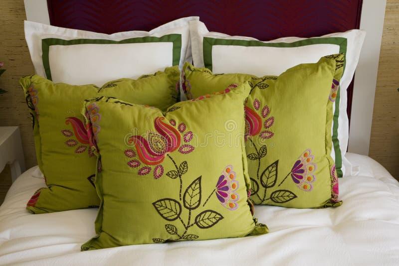 μαξιλάρια κρεβατοκάμαρω& στοκ φωτογραφία με δικαίωμα ελεύθερης χρήσης