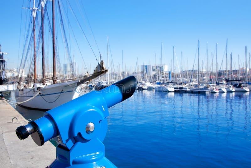 Μαρίνα λιμένων της Βαρκελώνης με το μπλε τηλεσκόπιο στοκ εικόνες