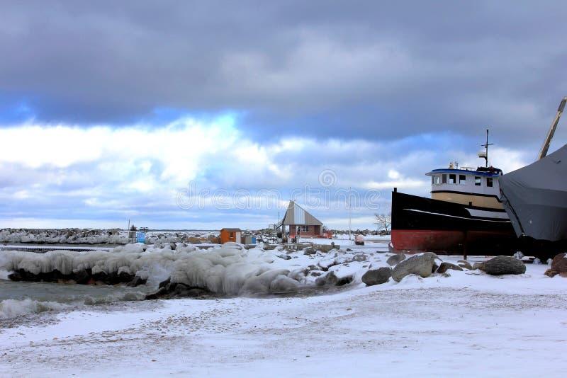 Μαρίνα κάτω από το χειμερινό ουρανό στοκ φωτογραφία