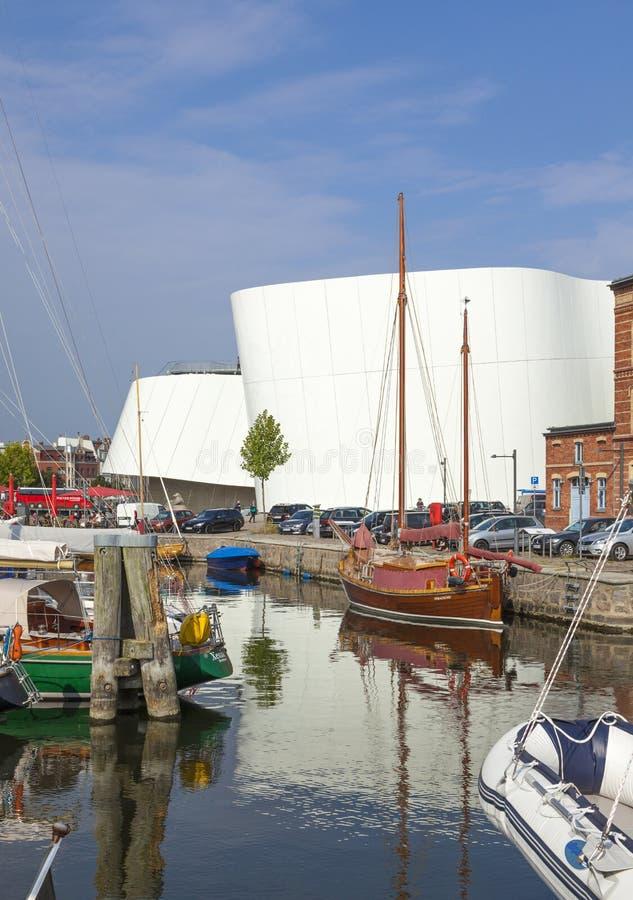 Μαρίνα και ενυδρείο Ozeaneum σε Stralsund στοκ φωτογραφίες με δικαίωμα ελεύθερης χρήσης