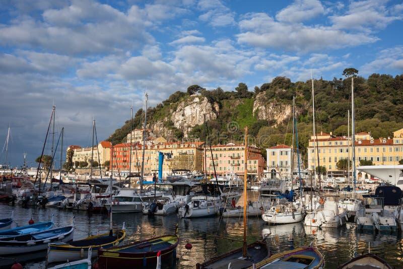 Μαρίνα στην πόλη της Νίκαιας στην ανατολή στοκ φωτογραφίες