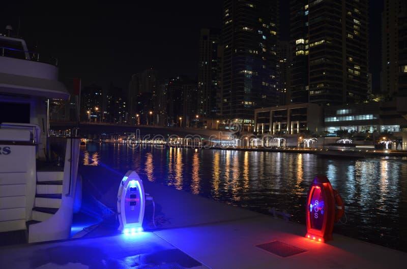 Μαρίνα τή νύχτα, Ντουμπάι, UEA στοκ εικόνες