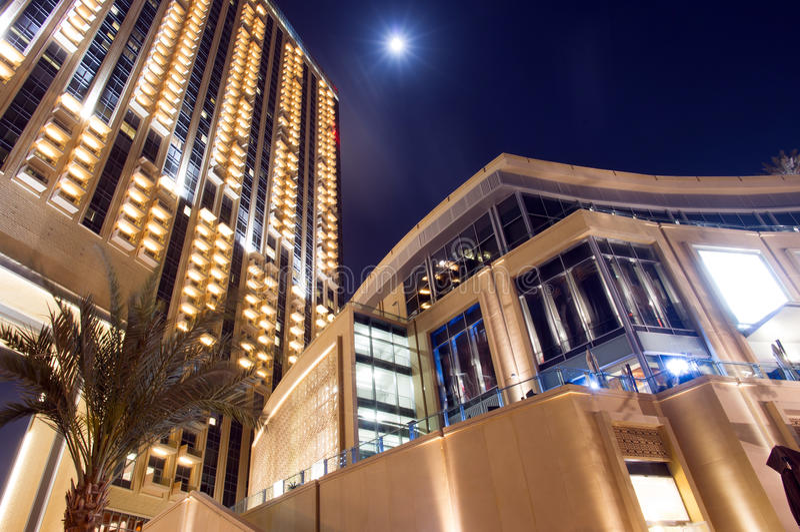 Μαρίνα του Ντουμπάι τη νύχτα στοκ εικόνες