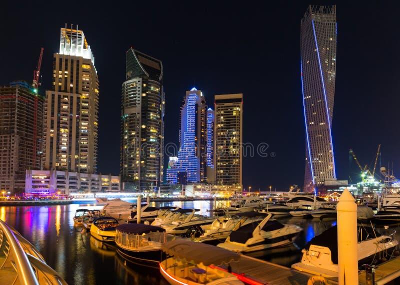 Μαρίνα του Ντουμπάι τη νύχτα στοκ εικόνα
