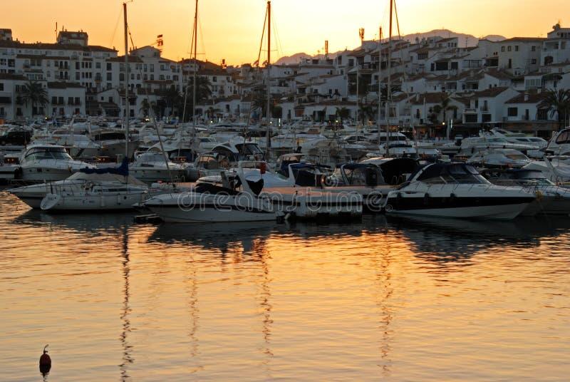 Μαρίνα Banus Puerto στο ηλιοβασίλεμα στοκ φωτογραφία με δικαίωμα ελεύθερης χρήσης