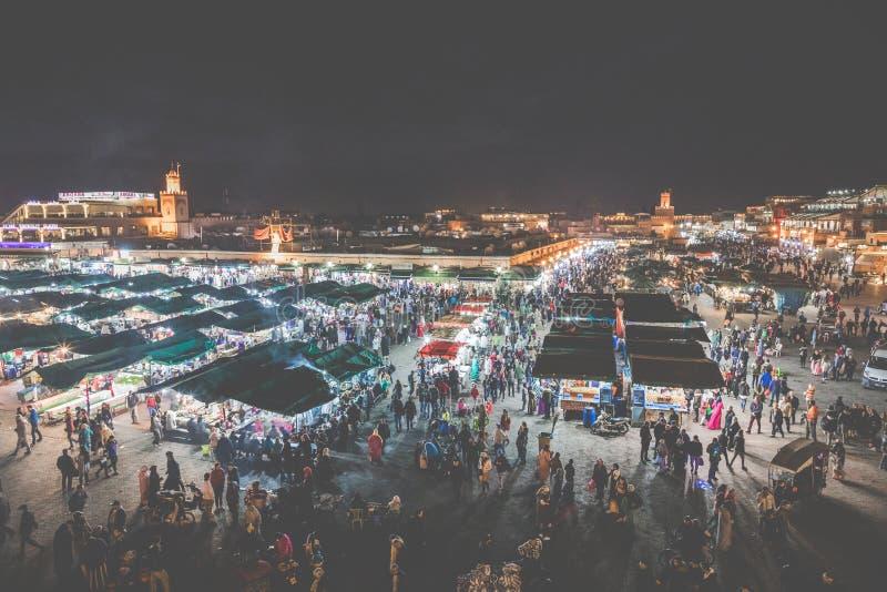 ΜΑΡΑΚΕΣ, ΜΑΡΟΚΟ - 17 ΔΕΚΕΜΒΡΊΟΥ 2017: Squa αγοράς EL Fna Jamaa στοκ εικόνα με δικαίωμα ελεύθερης χρήσης