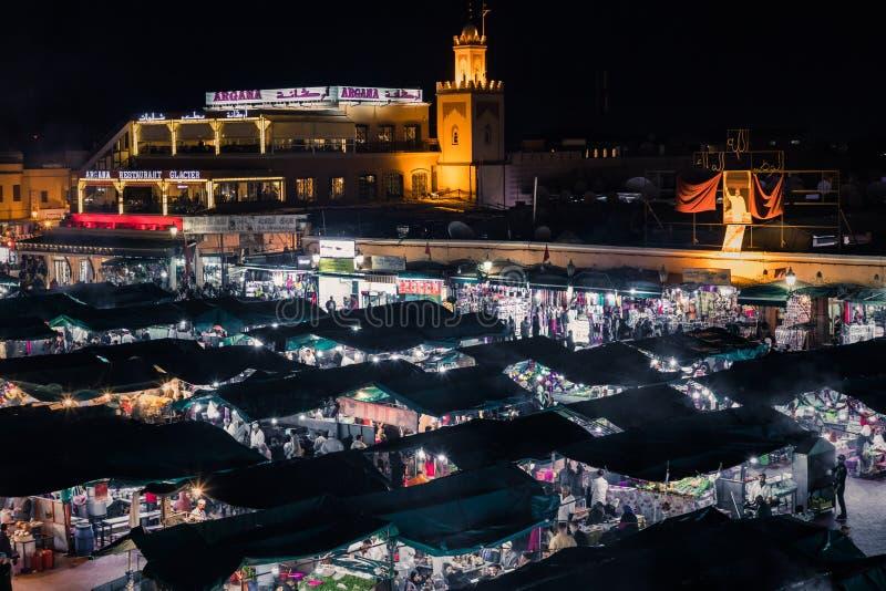 ΜΑΡΑΚΕΣ, ΜΑΡΟΚΟ - 17 ΔΕΚΕΜΒΡΊΟΥ 2017: Squa αγοράς EL Fna Jamaa στοκ εικόνες