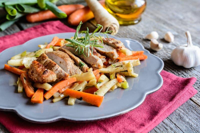 Μαριναρισμένος λαιμός χοιρινού κρέατος με το λαχανικό στοκ φωτογραφίες με δικαίωμα ελεύθερης χρήσης