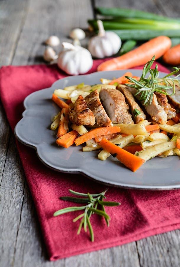Μαριναρισμένος λαιμός χοιρινού κρέατος με το λαχανικό στοκ εικόνες