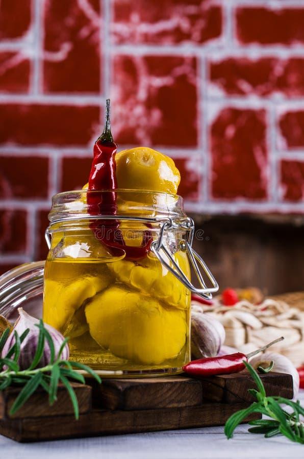 Μαριναρισμένος κίτρινος pattypan στοκ εικόνα