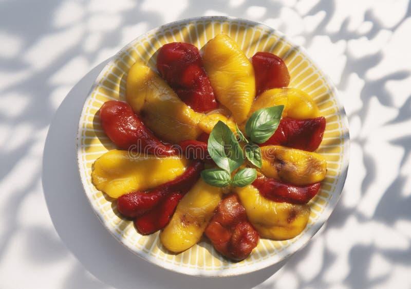 μαριναρισμένος κουδούνι κόκκινος κίτρινος πιπεριών στοκ φωτογραφία με δικαίωμα ελεύθερης χρήσης