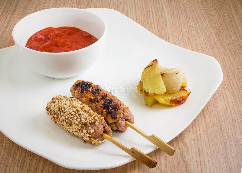 Μαριναρισμένο κρέας με το σουσάμι γαστρονομικός θρεπτικός τροφίμων έννοιας στοκ φωτογραφίες