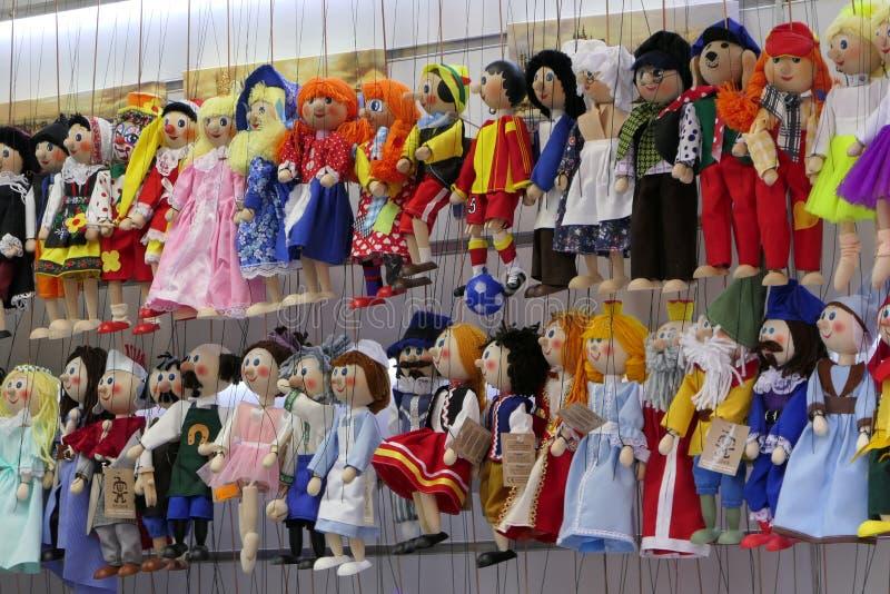 Μαριονέτες μαριονετών της Πράγας Loutky σε ένα κατάστημα δώρων στοκ εικόνες