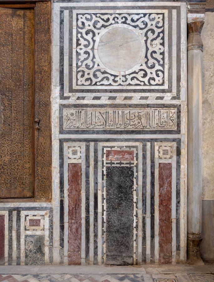 Μαρμάρινος τοίχος που διακοσμείται με τα γεωμετρικά και floral σχέδια στο μαυσωλείο Al Ghuri σουλτάνων, Κάιρο, Αίγυπτος στοκ εικόνες