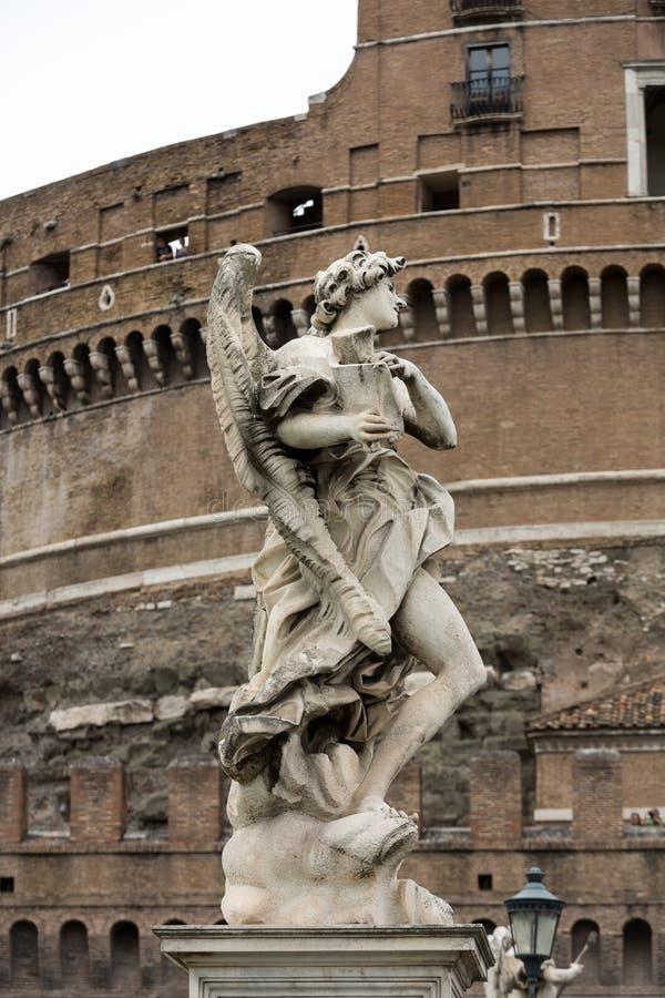 Μαρμάρινο άγαλμα του αγγέλου από το Sant& x27 Γέφυρα του Angelo στη Ρώμη στοκ φωτογραφία