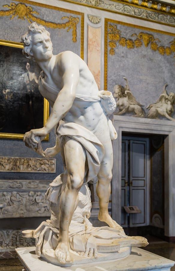 Μαρμάρινο γλυπτό Δαβίδ από το Gian Lorenzo Bernini σε Galleria Borghese, Ρώμη στοκ εικόνα