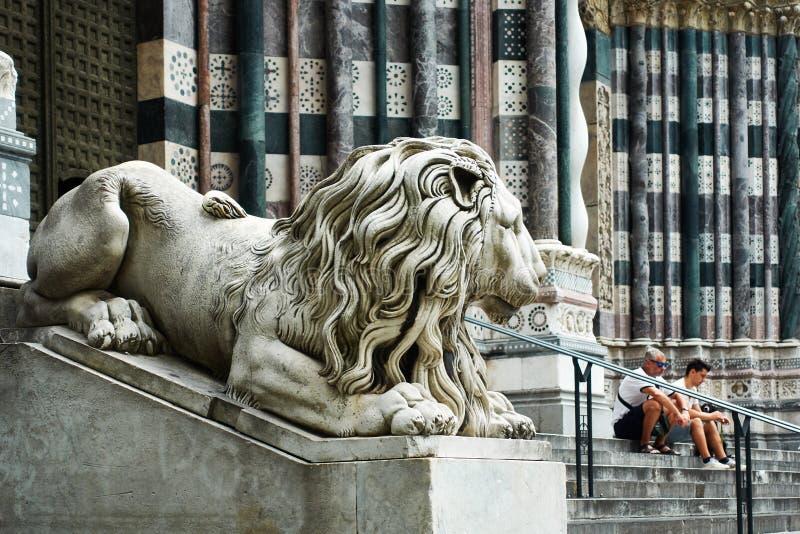 Μαρμάρινο λιοντάρι από τον καθεδρικό ναό SAN Lorenzo στη Γένοβα στοκ φωτογραφία με δικαίωμα ελεύθερης χρήσης