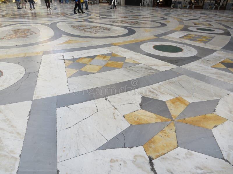 Μαρμάρινο πάτωμα του Umberto I Galleria Ιταλία Νάπολη στοκ εικόνα με δικαίωμα ελεύθερης χρήσης