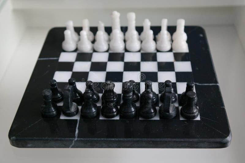 Μαρμάρινο πλήρες σύνολο σκακιού στοκ εικόνα