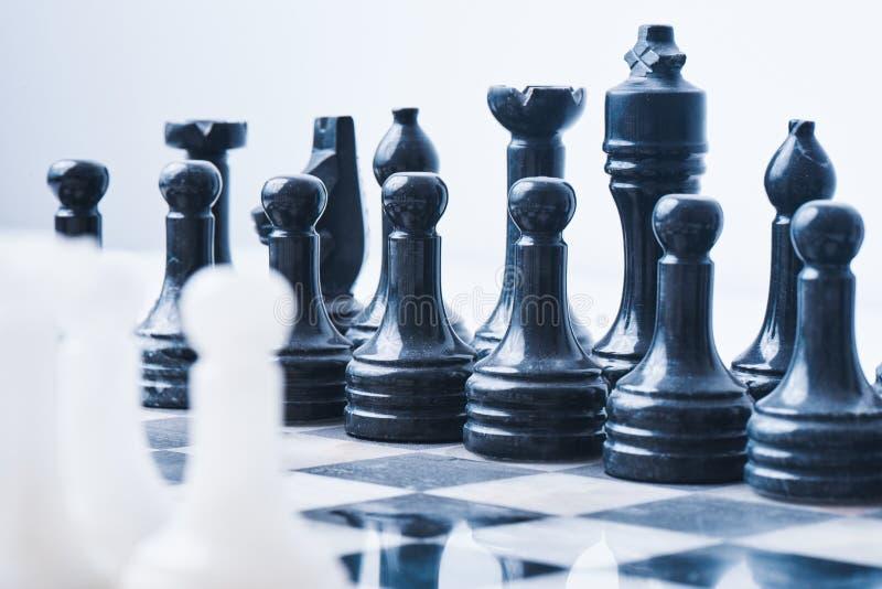 Μαρμάρινο σκάκι που τίθεται σε έναν πίνακα σκακιού στοκ φωτογραφία με δικαίωμα ελεύθερης χρήσης