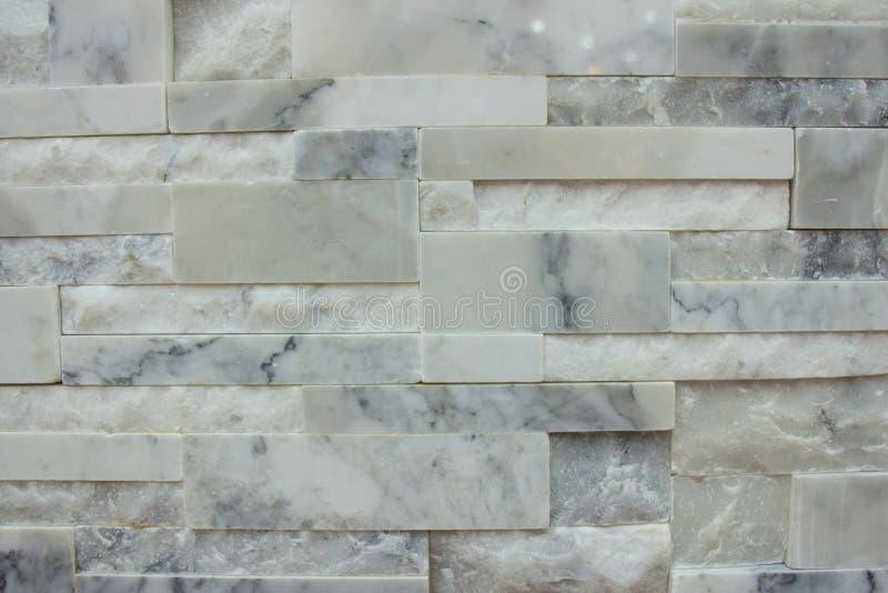 Μαρμάρινο υπόβαθρο σχεδίων σύστασης τοίχων κεραμιδιών στο άσπρο γκρίζο χρώμα στοκ εικόνα