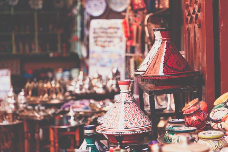 Μαροκινά αναμνηστικά τεχνών παζαριών στο medina, Essaouira, Μαρόκο στοκ φωτογραφία με δικαίωμα ελεύθερης χρήσης
