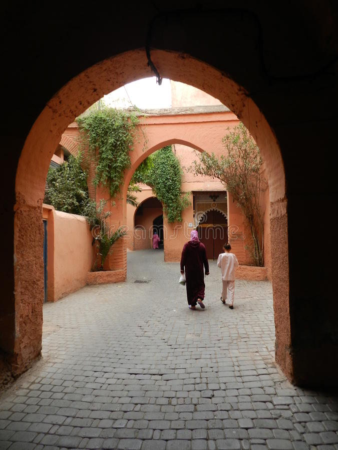 Μαροκινές mum και κόρη στοκ φωτογραφία με δικαίωμα ελεύθερης χρήσης