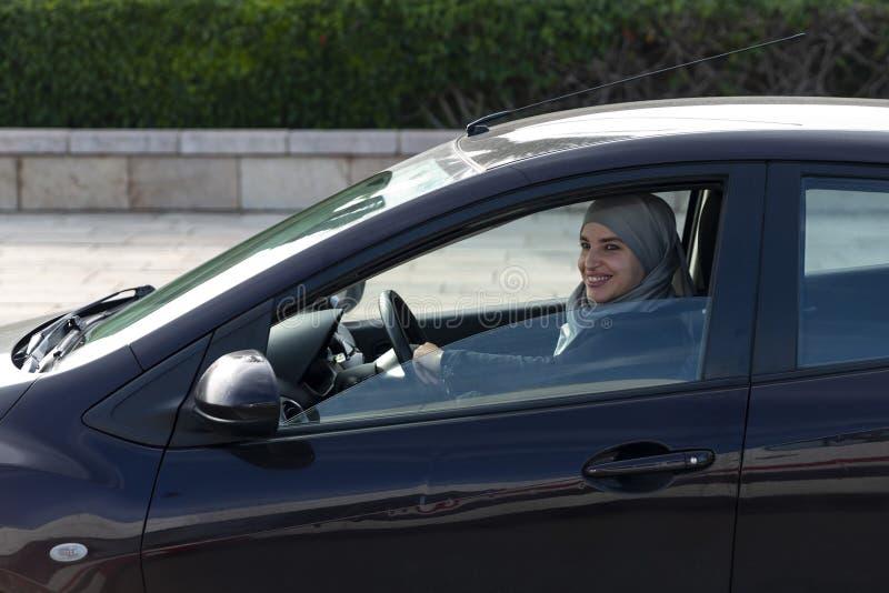 Μαροκινή οδήγηση γυναικών στοκ εικόνες