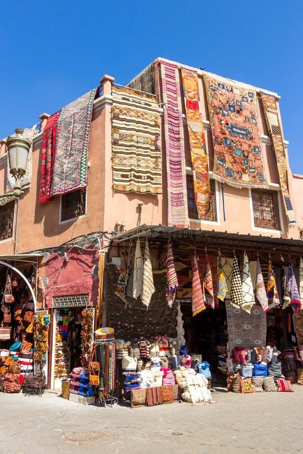Μαροκινό υφαντικό παζάρι Μαρακές στοκ φωτογραφίες με δικαίωμα ελεύθερης χρήσης