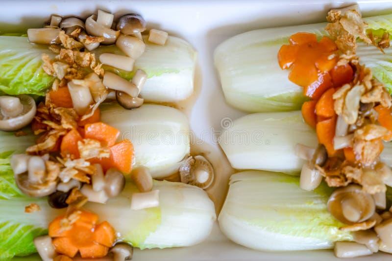 Μαρούλι με τη σάλτσα στρειδιών στοκ εικόνες