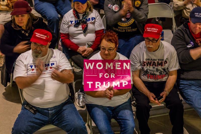 4 Μαρτίου 2017 - ΠΟΛΗ του JEFFERSON - Πρόεδρος Trump Supporters Hold Rally, πόλη του Jefferson, κράτος Capitol του Μισσούρι στοκ φωτογραφία με δικαίωμα ελεύθερης χρήσης