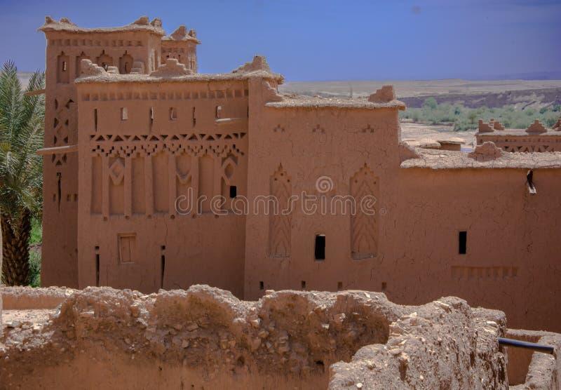 Μαρόκο, Μαρακές, σπίτια στην έρημο, με το γήινο χρώμα στοκ εικόνα