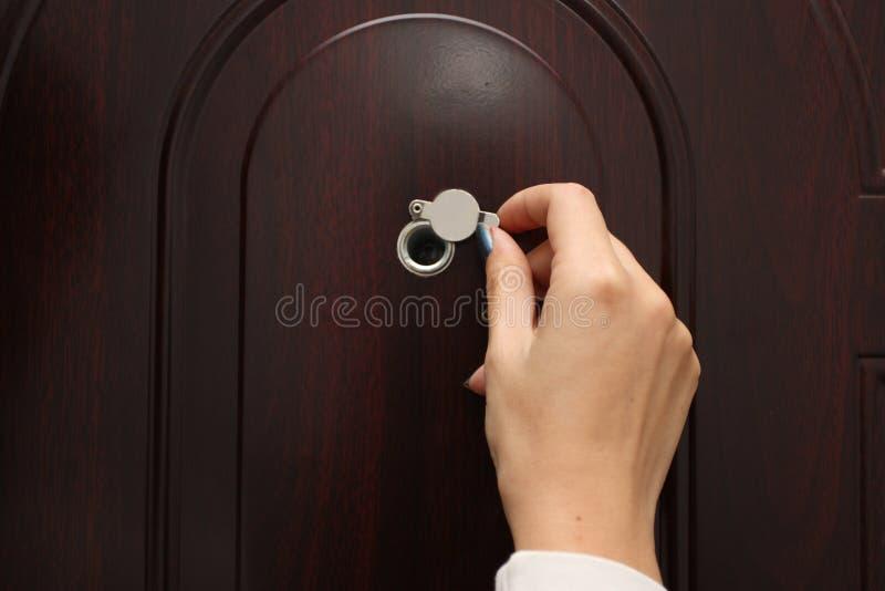 Ματάκι πόρτας από μια πόρτα εισόδων στοκ εικόνες