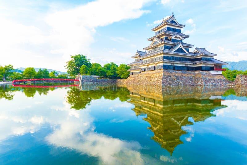 Ματσουμότο Castle που εξισώνει τη μαλακή ελαφριά αντανάκλαση στοκ φωτογραφία