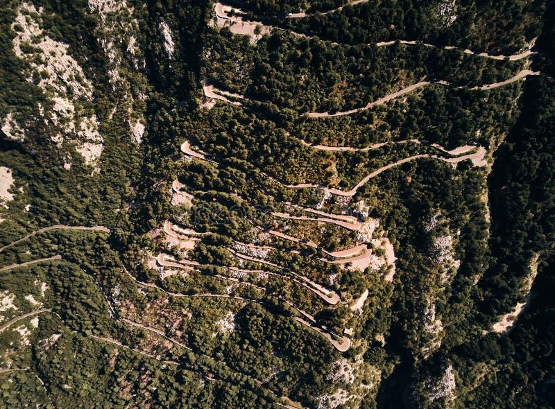 Μαυροβούνιο serpentine Αναρριχηθείτε για να τοποθετήσετε Lovcen Δρόμος στο εθνικό πάρκο Lovcen Καλοκαίρι κορυφαία όψη στοκ εικόνες