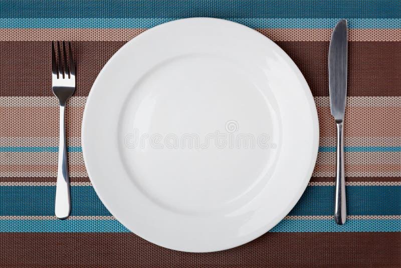 Μαχαίρι, δίκρανο και πιάτο στοκ εικόνα