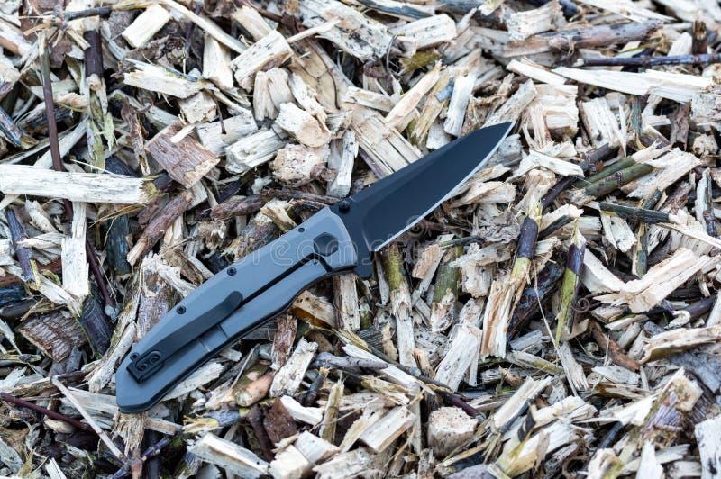 Μαχαίρι με μαύρη λεπίδα και γκρι λαβή στοκ φωτογραφία με δικαίωμα ελεύθερης χρήσης